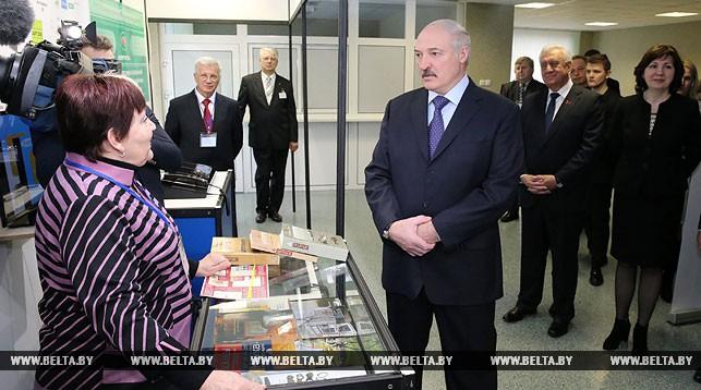 Александр Лукашенко ознакомился с разработками, выдвинутыми в 2016 году на соискание Государственной премии в области науки и техники