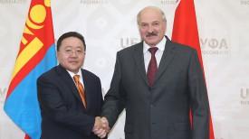 Цахиагийн Элбэгдорж и Александр Лукашенко. Фото из архива