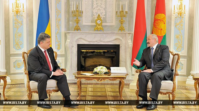 Петр Порошенко и Александр Лукашенко. Фото из архива