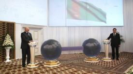 Александр Лукашенко и Гурбангулы Бердымухамедов во время церемонии