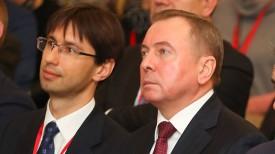 Владимир Макей (справа)