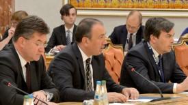 Игор Црнадак (в центре)