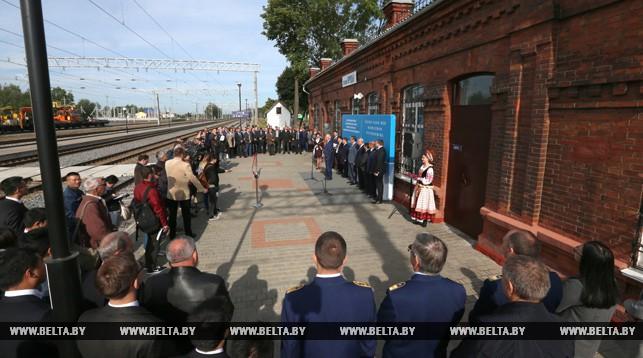 Во время торжественной церемонии открытия движения поездов на электровозной тяге на участке Молодечно-Гудогай-Кяна