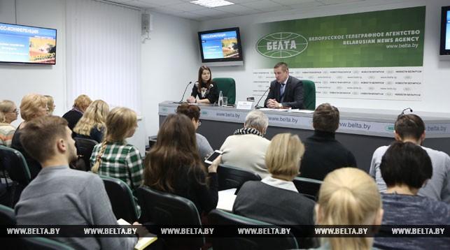 Леонид Заяц во время пресс-конференции