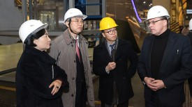 Посол Республики Корея в Беларуси Ким Енг во время посещения предприятия