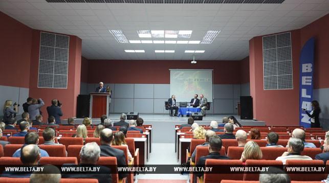 Во время торжественного заседания в честь 25-летия сотрудничества БелАЗа и Cummins