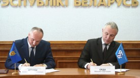 Александр Конюк и Михаил Орда во время подписания