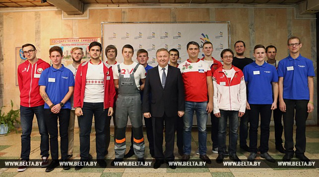 Андрей Кобяков во время встречи с участниками WorldSkills