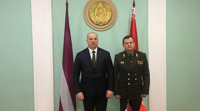 Раймондс Бергманис и Андрей Равков. Фото Министерства обороны Латвии
