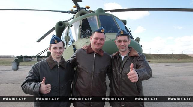 Штурман старший лейтенант Николай Гурин, командир экипажа подполковник Евгений Павлов, бортовой техник капитан Виталий Куликович