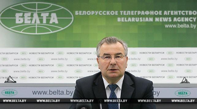 Изменения в Конституцию должны вноситься с учетом развития общественных отношений - Миклашевич