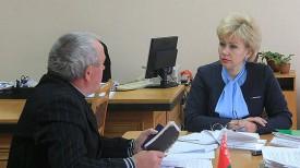 Ирина Костевич во время приема граждан. Фото с сайта Совета Министров Республики Беларусь