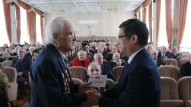 Михаил Жуковский принимает поздравления от Чрезвычайного и Полномочного Посла КНР в Беларуси Цуй Цимина
