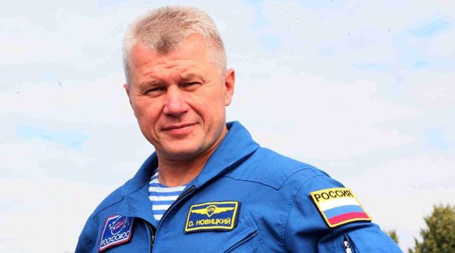 Космонавт Олег Новицкий расписался в Книге почетных гостей Брестской крепости