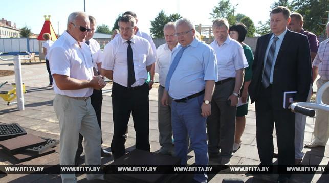 Николай Шерстнев во время посещения объектов