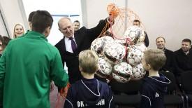 Владимир Кравцов во время открытия футбольного манежа