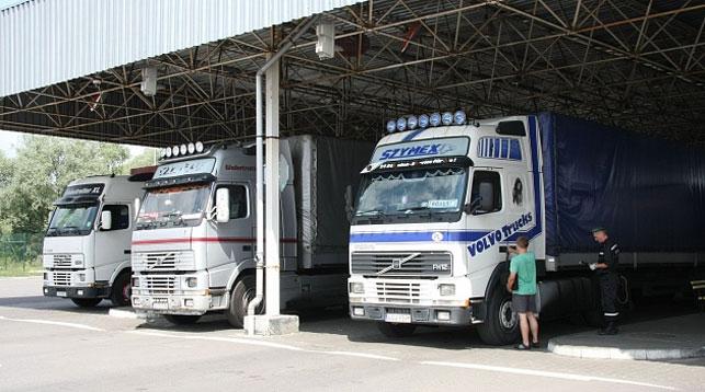 Двое россиян пытались пересечь белорусско-польскую границу в прицепе грузовика