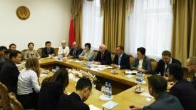 Во время встречи. Фото Министерства связи и информатизации