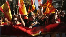 Участники митинга в поддержку единства Испании. Фото AP