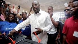 Джордж Веа во время голосования
