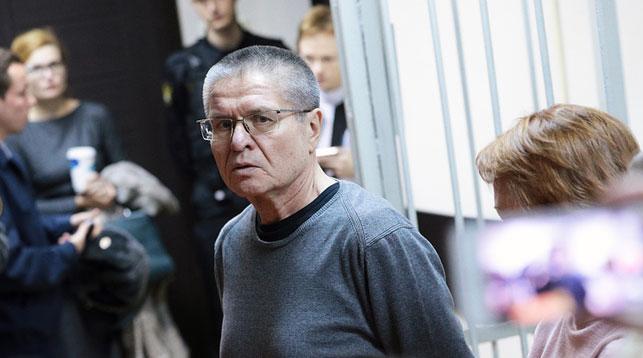 Алексей Улюкаев перед оглашением приговора в Замоскворецком суде. Фото ТАСС