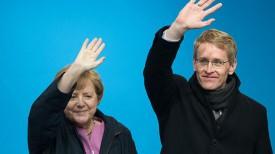 На фото: канцлер ФРГ Ангела Меркель и главный кандидат ХДС на земельных выборах Даниэль Гюнтер