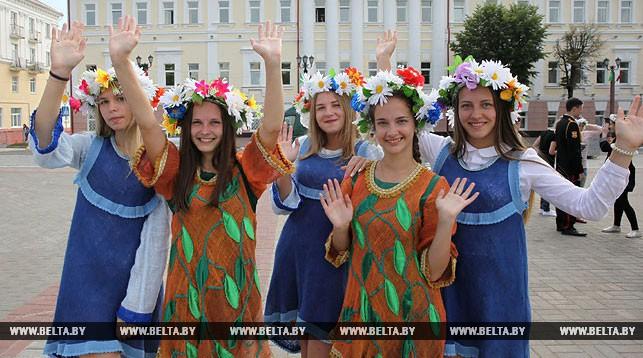 Участницы праздника Валерия Кужелюк, Юлия Башкирова, Лилиана Леонова, Анастасия Коршун и Елизавета Гарбукова.