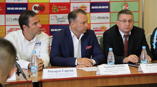 Во время пресс-конференции. Фото Белорусской федерации пляжного футбола