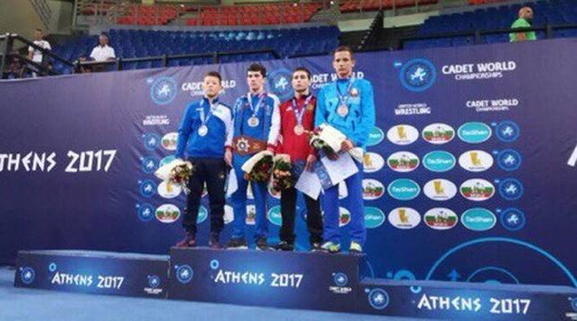 Александр Печуренко (справа)