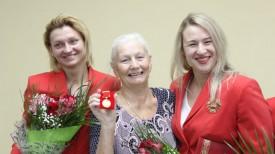 Оксана Петрушенко, заслуженный тренер Республики Беларусь по плаванию Анна Букреева и Мария Рудько