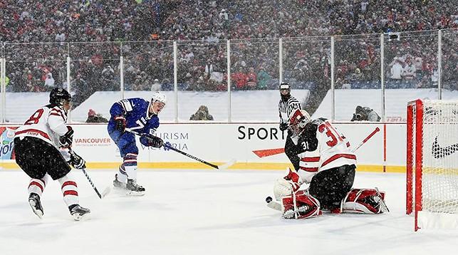 Во время матча Канада - США. Фото IIHF
