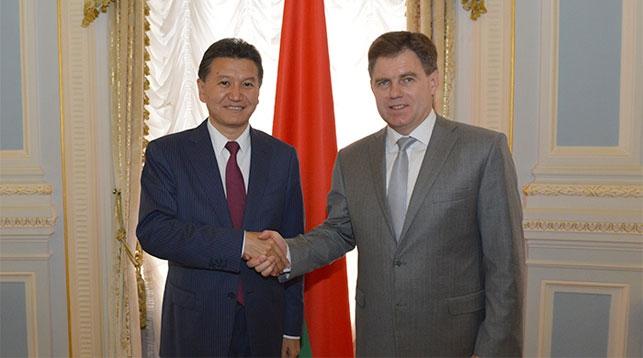 Кирсан Илюмжинов и Игорь Петришенко. Фото посольства Беларуси в России