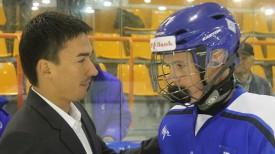 Дмитрий Басков с юным хоккеистом