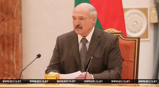 Лукашенко подтверждает возможность обсуждения в будущем внесения изменений в Конституцию
