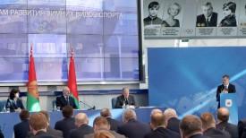 За трибуной министр спорта и туризма Беларуси Сергей Ковальчук