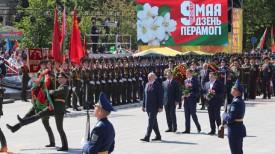 Александр Лукашенко во время церемонии возложения