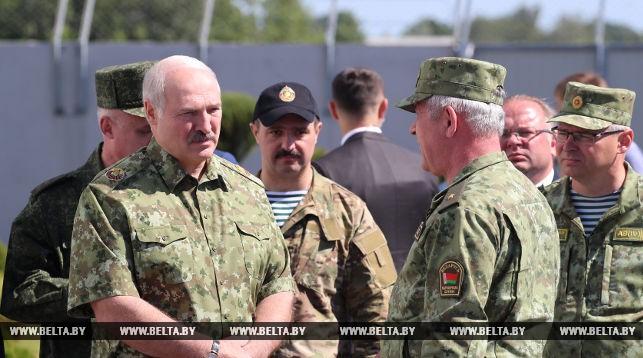 Александр Лукашенко во время посещения погранзаставы