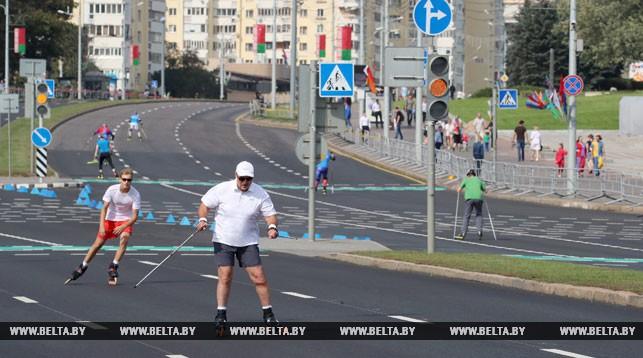 Александр Лукашенко во время эстафетной гонки