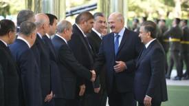 Александр Лукашенко и Шавкат Мирзиеев (справа) во время визита