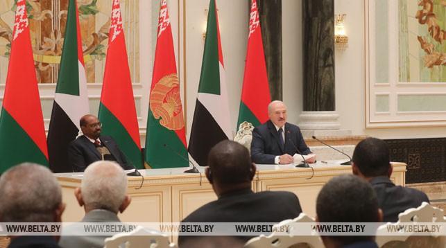 Омар Хасан Ахмед аль-Башир и Александр Лукашенко