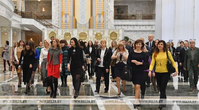 Сотрудники БЕЛТА во время экскурсии во Дворце Независимости