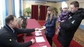 Семья Головковых на участке для голосования №5 в г. Витебске
