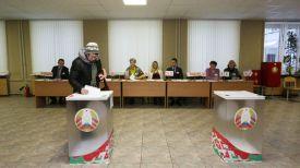 Алла Фролова на участке для голосования №34 в Минском государственном медицинском колледже