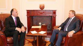 Махмадшариф Махмуд Хакдод и Владимир Макей. Фото МИД