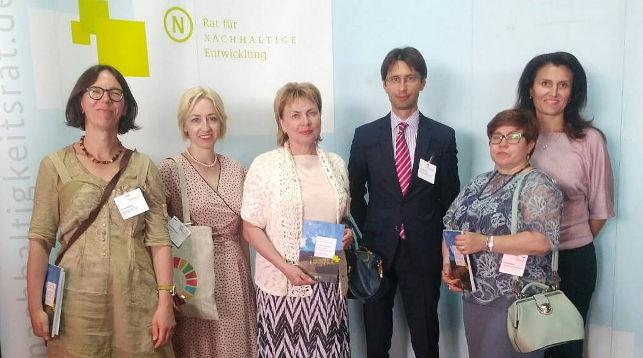 Марианна Щеткина (в центре)