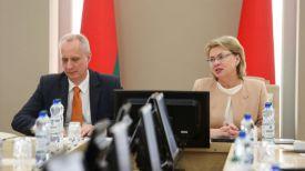 Заместитель министра иностранных дел Андрей Дапкюнас и заместитель председателя Совета Республики Национального собрания Беларуси Марианна Щеткина
