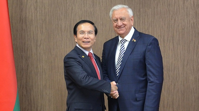 Ле Ань и Михаил Мясникович. Фото Совета Республики