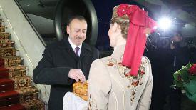 Ильхам Алиев в Национальном аэропорту Минск. Фото из архива