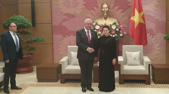 Михаил Мясникович и Нгуен Тхи Ким Нган. Фото пресс-службы Совета Республики