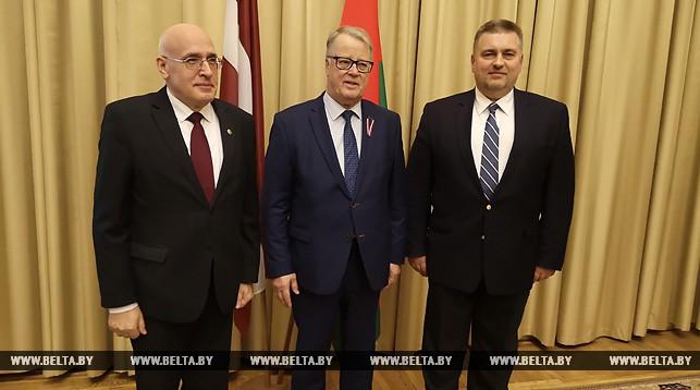 Мартиньш Вирсис, Гунтис Улманис и Олег Кравченко